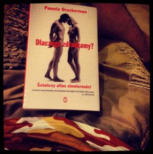 Moje nogi i książka. ;)