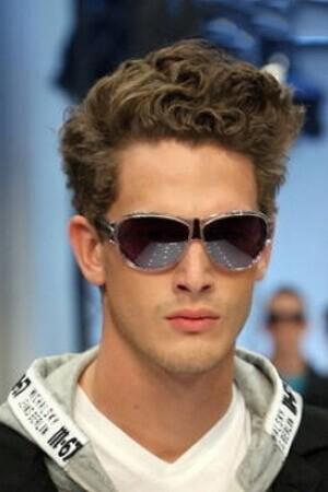 Stylizacja I Pielęgnacja Włosów Kręconych Dla Mężczyzn