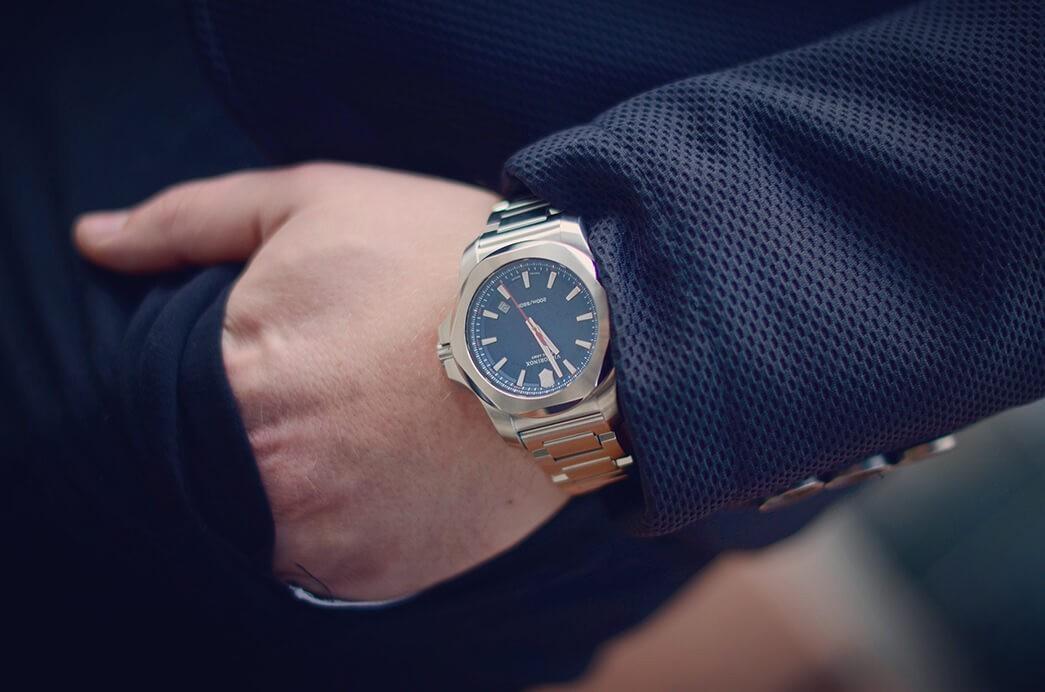 Zegarek INOX granatowy na ręce