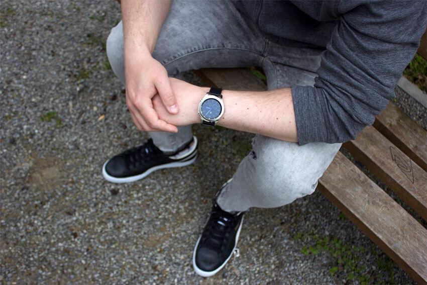Samsung Gear S3 Classic na ręce