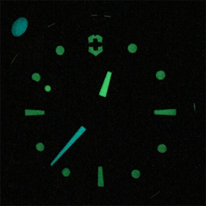 Victorinox Titanium w ciemności