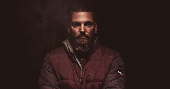 Dojrzały mężczyzna z brodą